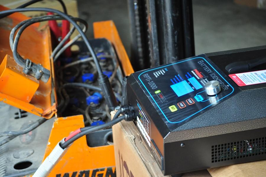 Regenerare baterii de tractiune pentru electrostivuitoare – O afacere triplu castigatoare